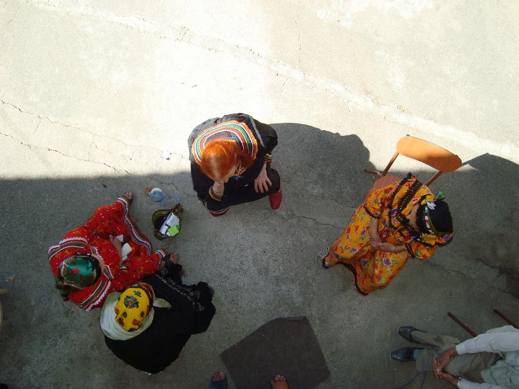 Kabylie femmes cour